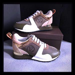 Louis Vuitton sneakers size 10